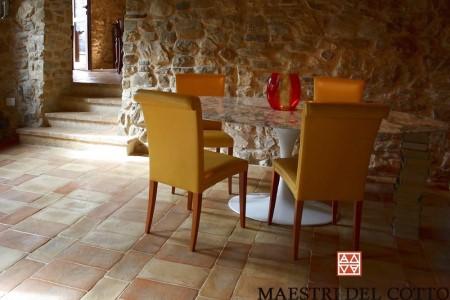 Pavimenti per case rustiche cotto fatto a mano e cotto a for Interni case rustiche
