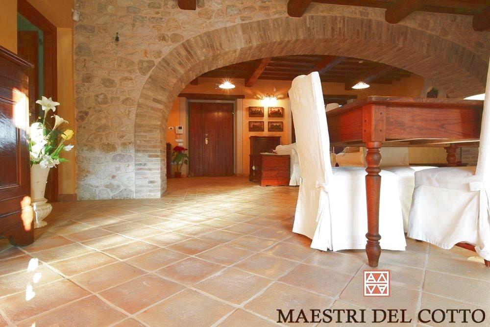 Pavimenti in cotto per taverna pavimento rustico per interno come