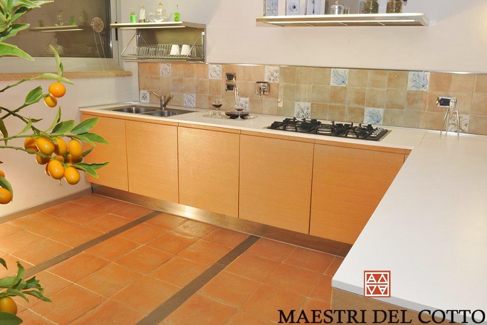 Stile moderno e pavimenti in cotto for Pavimento cotto arredamento moderno