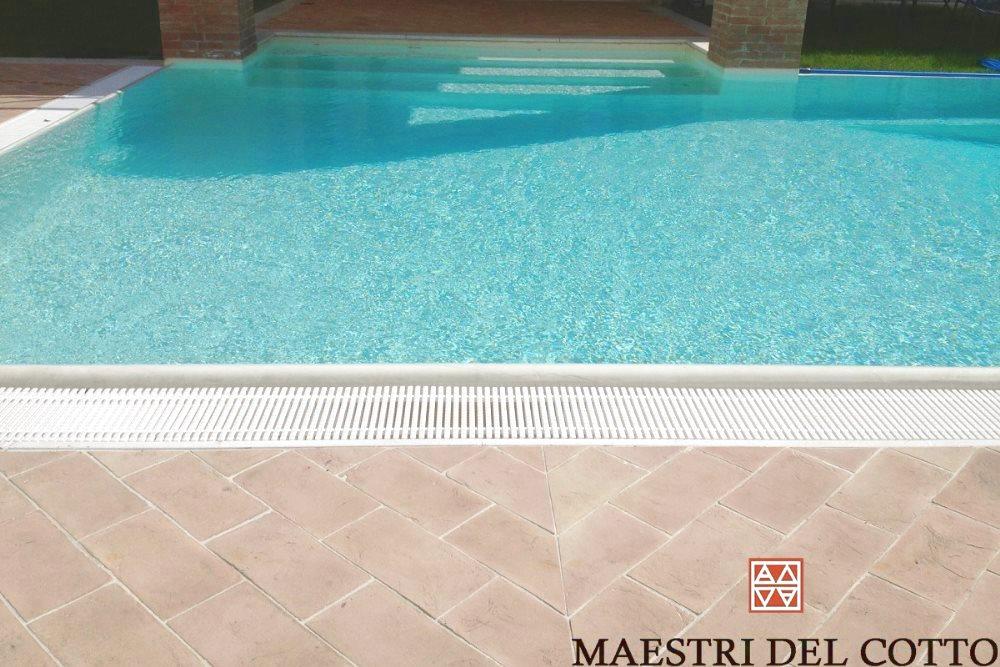 Pavimenti per piscine in cotto prodotto speciale per esterno