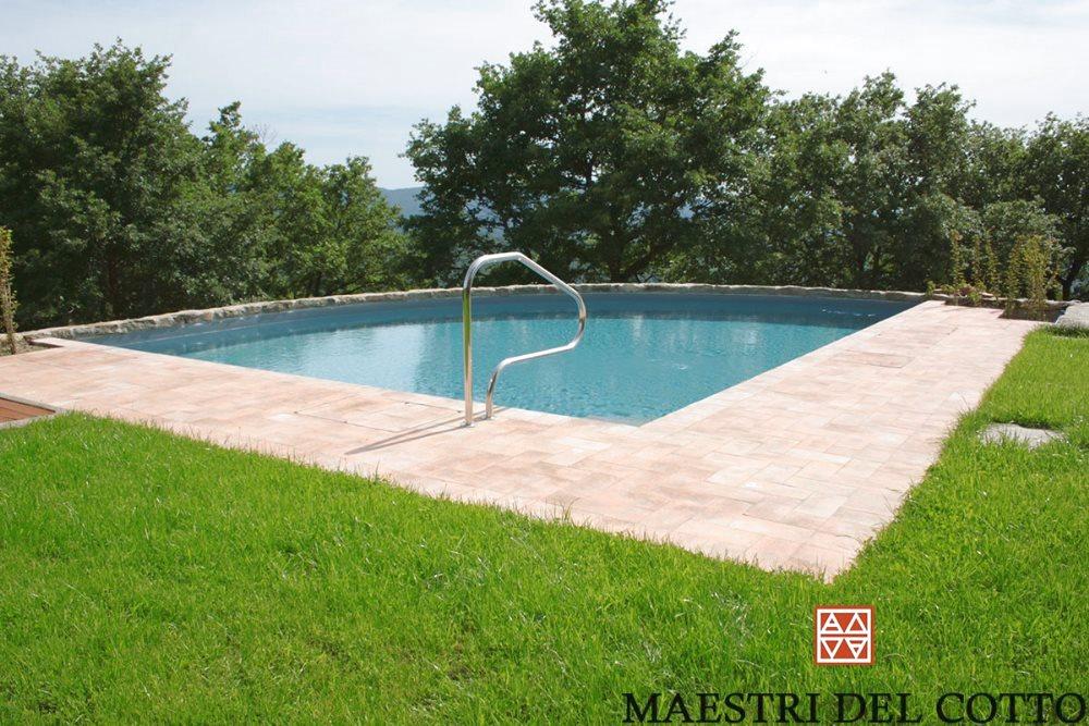 piscina in cotto