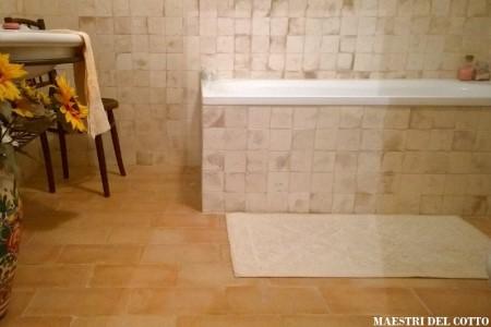Rivestimento per bagno in cotto artigianale