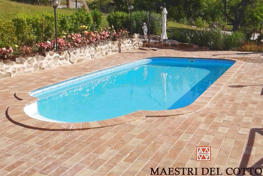Piastrelle Per Interno Piscina : Pavimenti in cotto per piscine cotto ingelivo antiscivolo