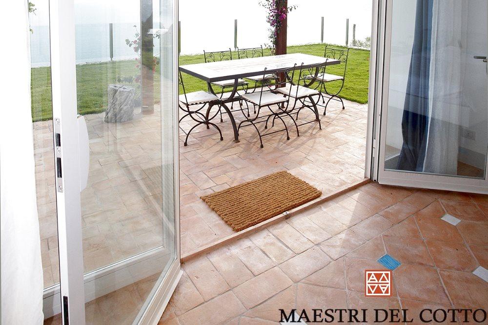 Marciapiedi Esterni Casa : Pavimenti in cotto per marciapiedi e terrazze cotto artigianale da