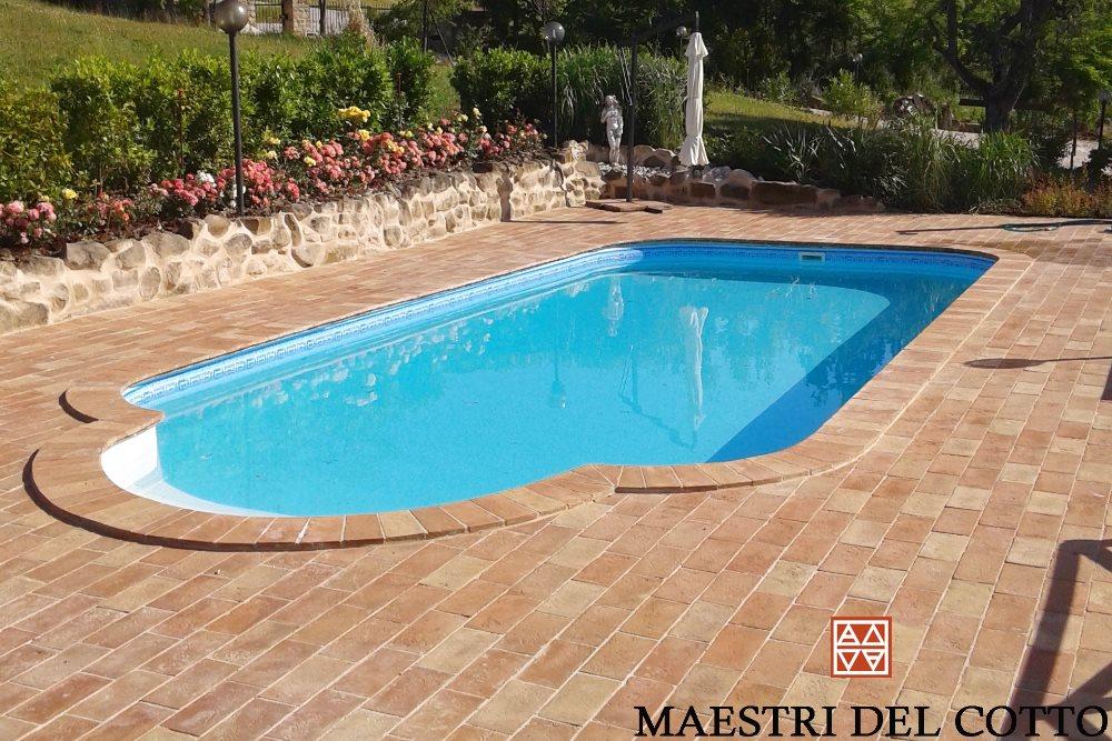 Cotto fatto a mano per pavimenti esterni cotto artigianale for Piani del cortile con piscine