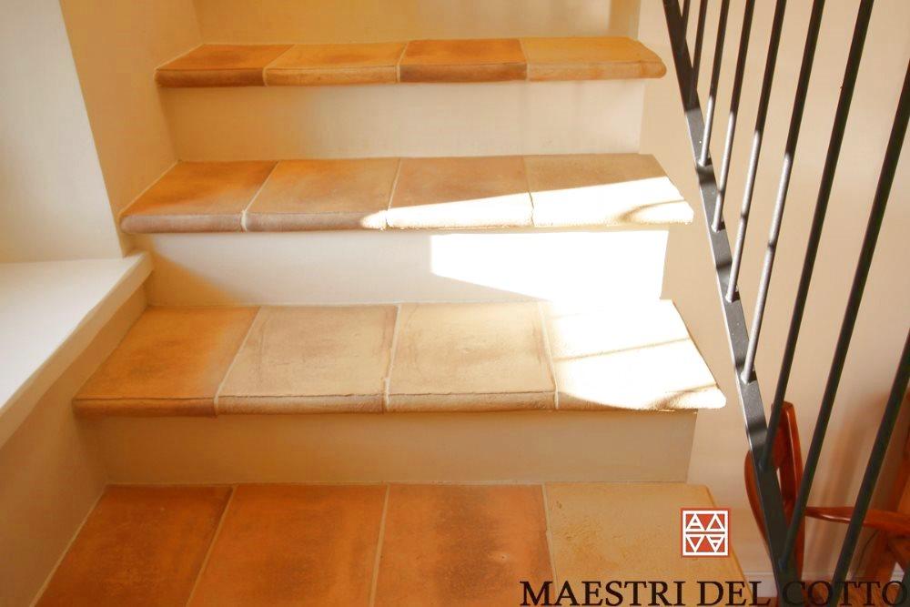 I differenti modi di posa in opera per scale in cotto for Gomma per rivestimento scale