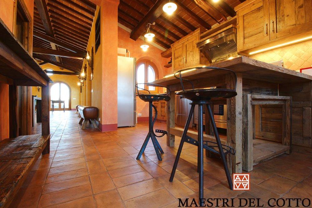 Casale privato a paciano pavimento in cotto antica cascina - Gres rustico para interiores ...