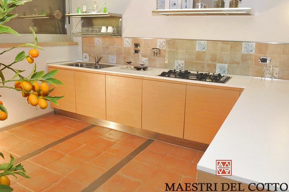 Pavimento in cotto per case moderne maestri del cotto for Casa moderna flooring