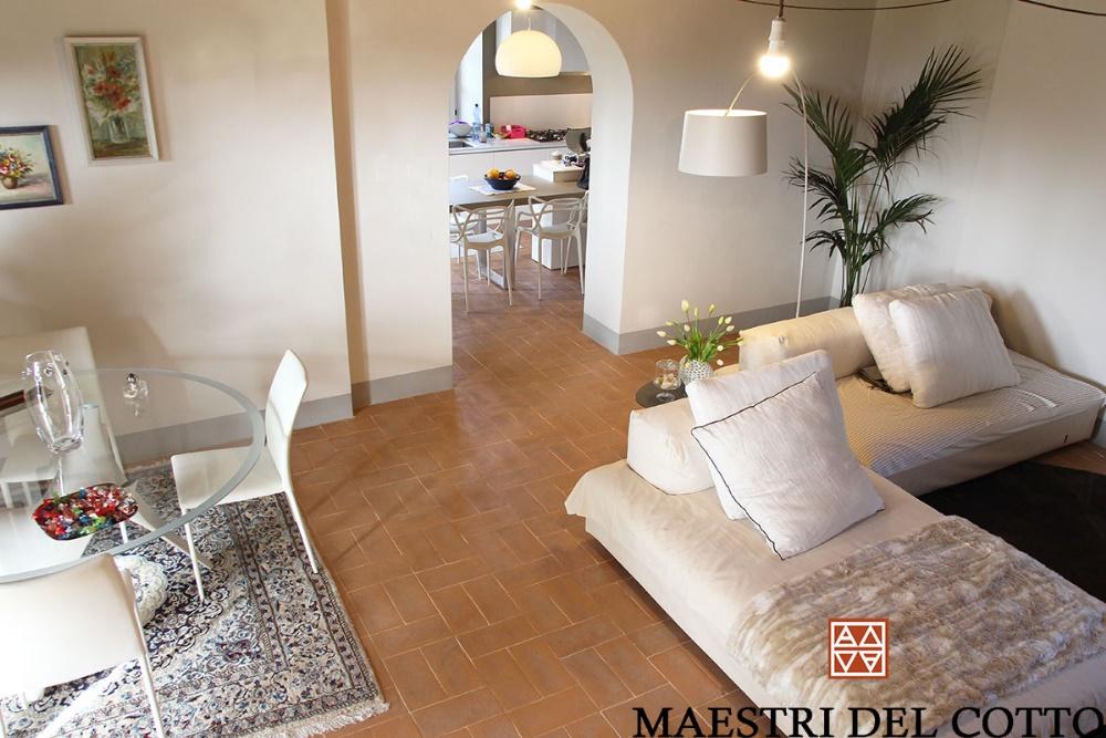 pavimento in cotto e arredamento moderno
